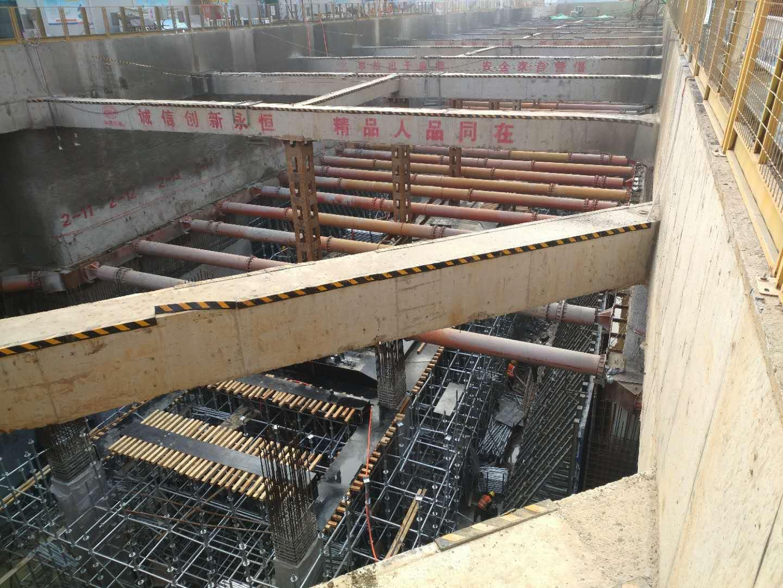 钢支撑一般情况是倾斜的连接构件